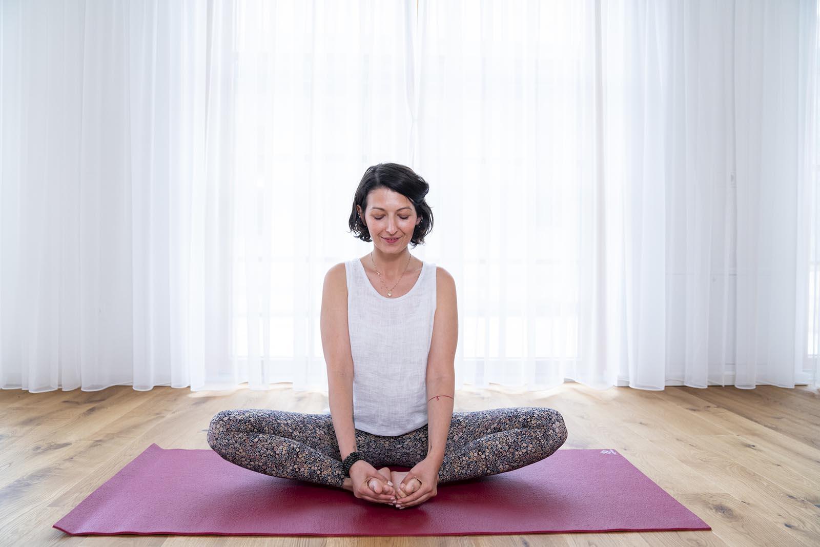 Jelena Drofenik-Premauer - #yogadoula - Jelena beim meditieren